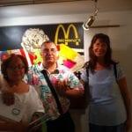 Asistentes a la inauguración de la Exposición 'Glamourama' de Carmen Casanova | Galería Herráiz de Madrid | Posando delante del cuadro Mc Mona's