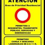 Atención | Área de Prioridad Residencial | Permitido a residentes, transporte público, servicios y emergencias | Madrid | Cartel