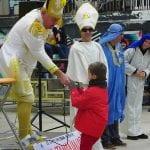 Ordenación 'Pequeño Nicolás' como Obispo de la Iglesia Patólica | 'El Campo de Cebada' | Domingo 28 de diciembre de 2014 | Leo Bassi: 'dejad que los niños se acerquen a mí, no soy cura'