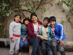 4ª Caña Solidaria Tumaini | 29/11/2019 | Espacio Inclover | La Latina | Madrid | Yeniffer Calderón con niños