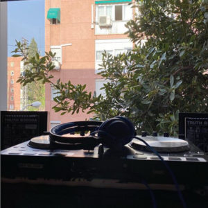 Kobe: un dj en cuarentena | @kobedjmusic | Fuencarral-El Pardo | Madrid | Cuando una ventana se convierte en escenario musical