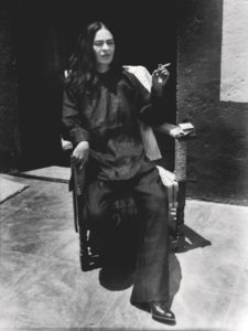 Entre el Arte y la Moda   CentroCentro Cibeles   23/09/2020-10/01/2021   Antonio Kahlo 'Frida dressed as a Chinese' (1947)   © Kahlo Antonio