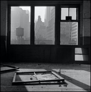 La destrucción del Bajo Manhattan de Danny Lyon | Museo ICO | 'Vista hacia el sur desde el nº. 88 de la calle Gold' (1967) | © Danny Lyon / Magnum Photos