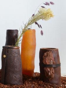Materia Gris. Nuevos materiales para la era post-fósil | 11/02-09/05/2021 | CentroCentro Cibeles | Alfombra Pine Skins (2019) y jarrones Pine Resin (2020) | Studio Sarmite