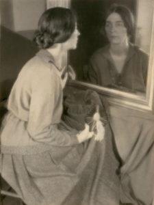 Black Light | Margaret Watkins | 9/06-26/09/2021 | CentroCentro | PhotoEspaña | Margaret Watkins by Frances Bode, Clarence H. White School of Photography, 1921 | © Margaret Watkins | Joseph Mulholland Collection, Glasgow